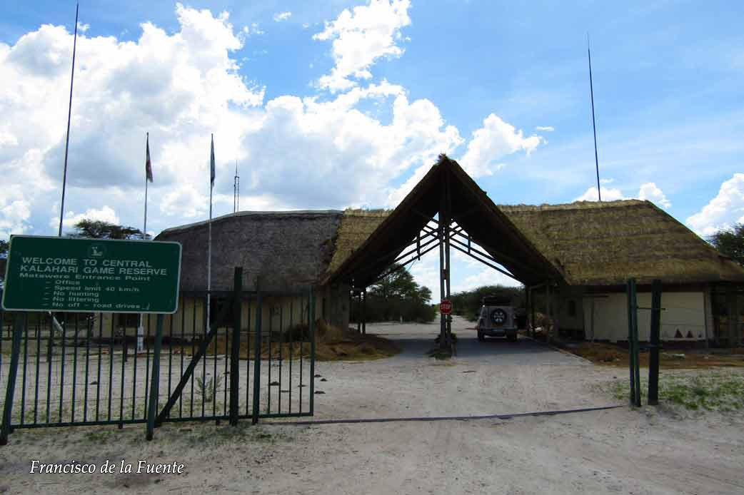 Matswere gate, Kalahari.