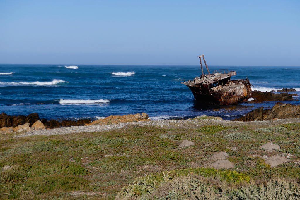 Barco encallado en Cape Agulhas.